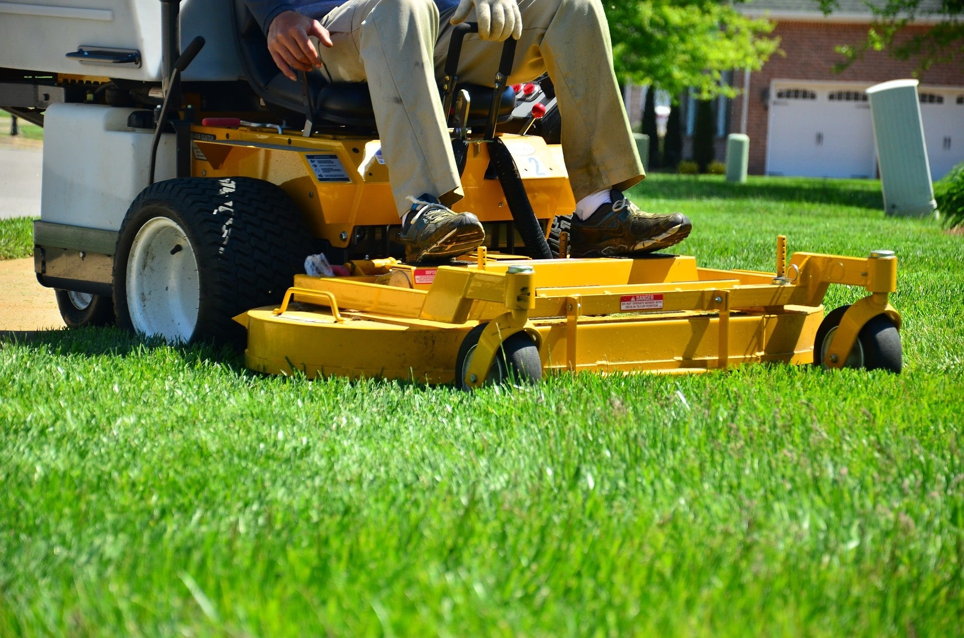 4 Mowing Tips for Maintaining a Healthy Lawn featured image